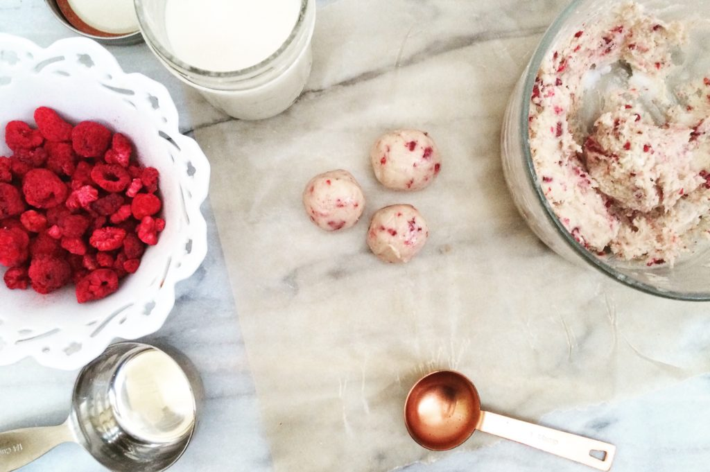 Raspberry Protein Low Carb Truffles | sugar free, LCHF, keto and atkins friendly!