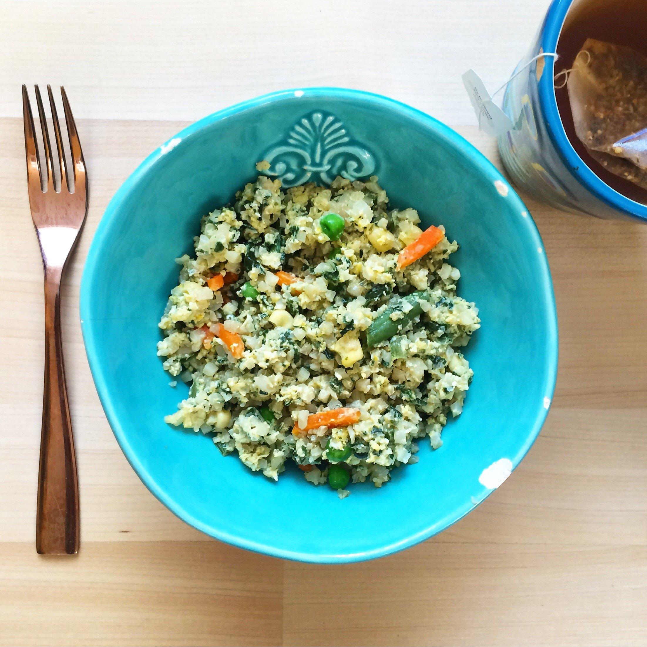 "Vegetarian Low Carb Fried ""Rice"" | A grain free, gluten free, dairy free & vegetarian keto dinner option!"