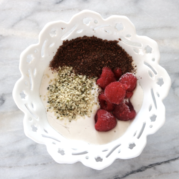 Low Carb Vegan Cashew Yogurt | An easy, sugar free and delicious vegan keto breakfast!