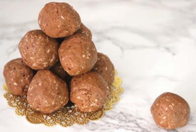 Low Carb Vegan Protein Balls | Meat Free Keto - These low carb vegan protein balls are gluten free, soy free and full of protein, omega-3s and fiber for energy throughout your workouts and the rest of your day!