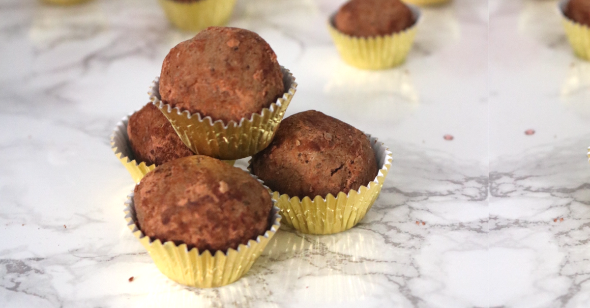 Vegan Keto Chocolate Protein Balls | Meat Free Keto - These chocolate low carb vegan protein balls are gluten free, soy free, nut free, sugar free and keto friendly, while being high in fiber, medium chain triglycerides and omega-3 fatty acids.3